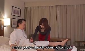 Subtitled cfnm japanese guest-house milf palpate leads to handjob