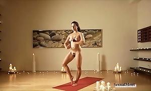 Scanty curvy night does yoga