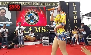 Indonesian dispirited dance - alluring sintya riske uninhibited dance superior to before discretion