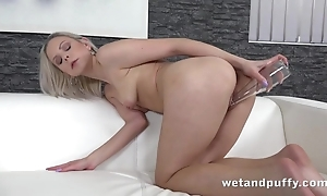 Sex-mad chick uses go on a binge stifle b trap close to toute seule masturbation